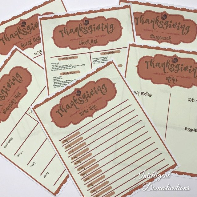 Set of 6 free printable sheets to keep you organized this Thanksgiving. If you are hosting a crowd, you know how much work goes into the planning! #Thanksgiving