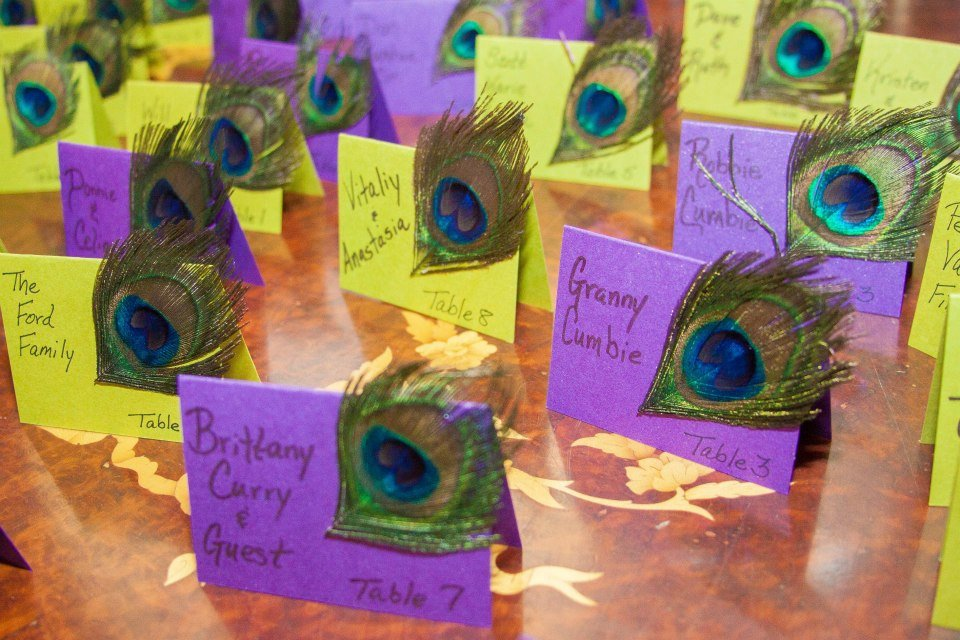 Peacock Theme Place cards. How to make simple Peacock theme place cards. Peacock theme wedding ideas. #peacockthemewedding