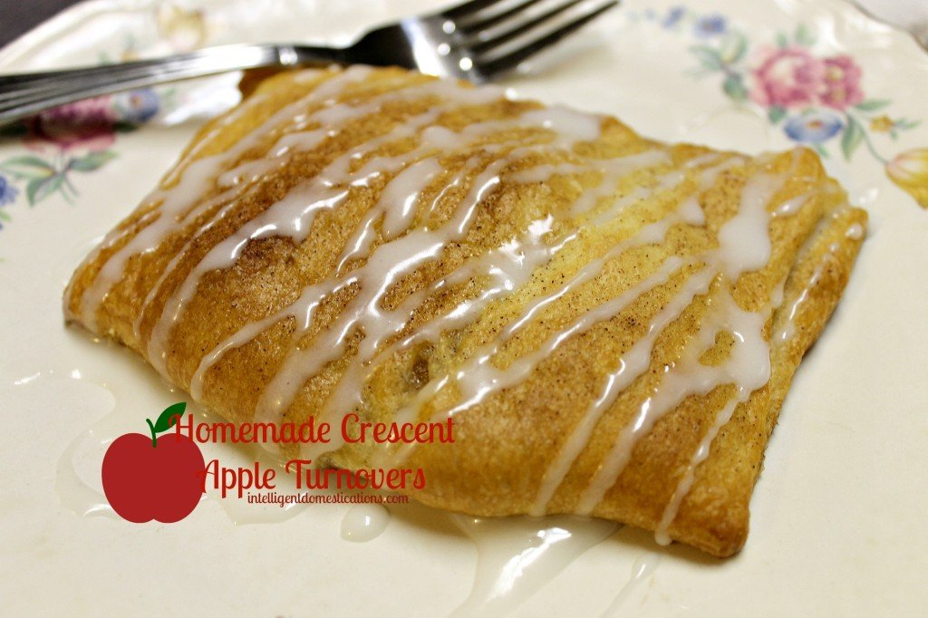 This 4 Ingredient Crescent Apple Turnover recipe will have your house smelling delicious and tickle your taste buds too. It's an easy recipe using Crescent rolls and apples drizzled with homemade icing. #crescentrolls #appledessert #fallfood