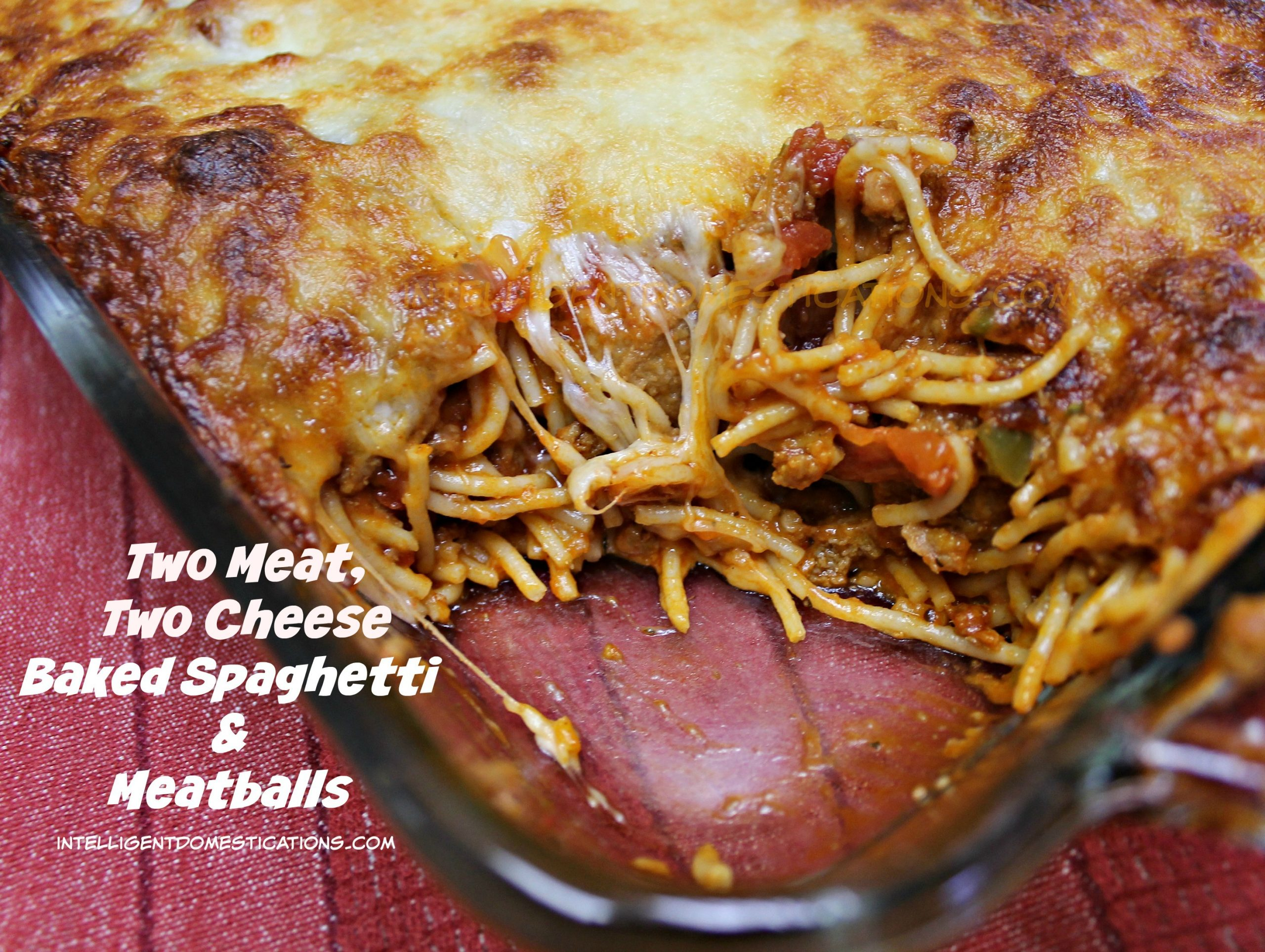 Baked Spaghetti Recipe. Homemade Baked Spaghetti is the best and we added meatballs along with the ground beef in this recipe. #bakedspaghetti #recipe #groundbeefrecipe #weeknightdinner