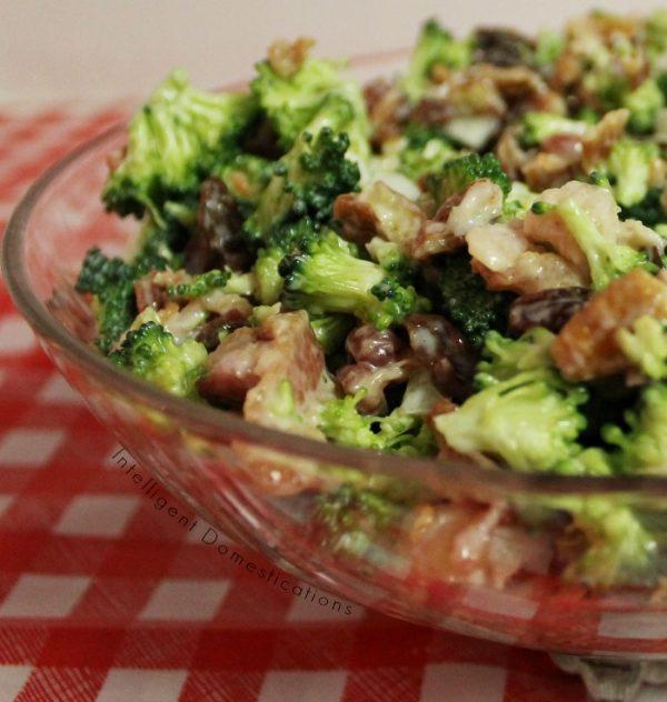 Broccoli Bacon Salad recipe. How to make Broccoli Salad. Broccoli Bacon and Raisin Salad. Summer Salad with Broccoli. #broccolisalad #summersalad #BroccoliBaconSalad