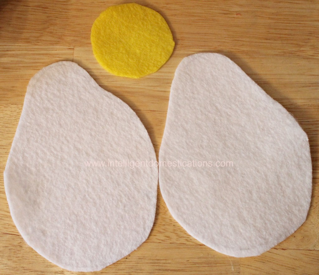 How to sew felt play food. Bacon and Eggs Sunny side up felt play food.