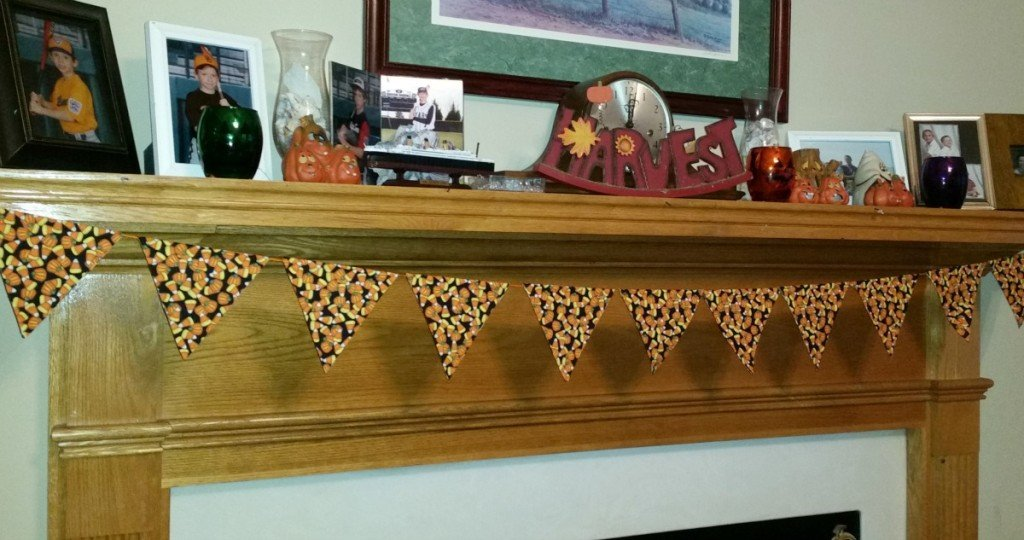 Candy Corn No Sew Mantle Banner 2.intelligentdomestications.com