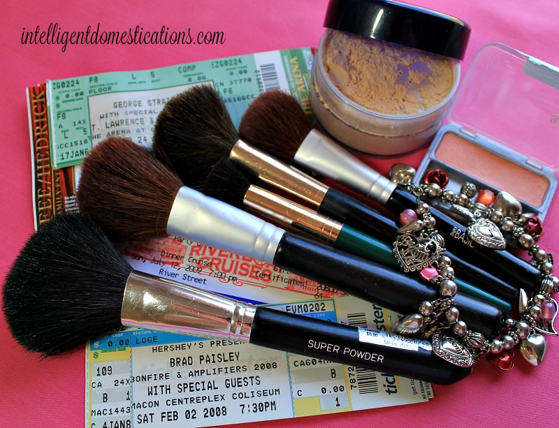 Clean your makeup brushes the easy way with organic soap. They are among your best friends you know.intelligentdomestications.com