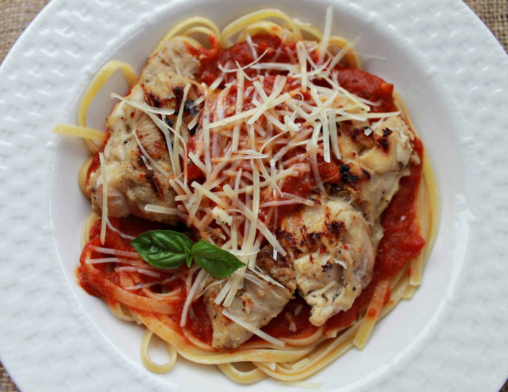 Stovetop Grilled Easy Chicken Parmigiana Recipe with only 6 ingredients. Ready in 30 minutes. A delicious restaurant quality weeknight meal idea #chickenrecipe #weeknightmeal
