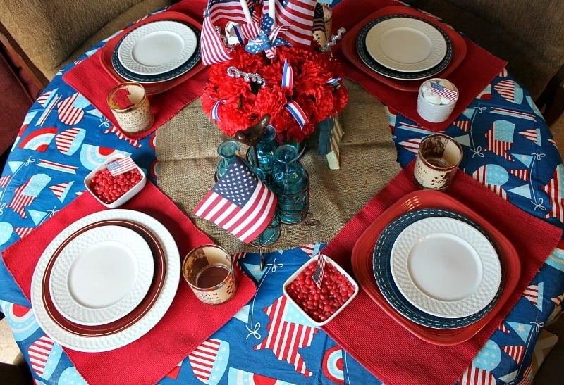 Simple Patriotic Tablescape
