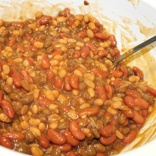 How to make Southern Style BBQ Baked Beans in a Bean Pot. Baked Beans recipe. Old Family Favorite recipe for BBQ Baked Beans. #beanpot #BBQ #Bakedbeans #summerrecipe #recipe