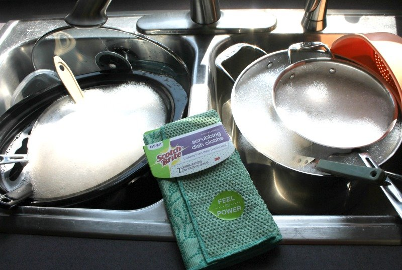 How To Keep Your Dish Cloth Stink and Stain Free. There is a simple fix for your dish cloth developing those stinky odors or stains. #kitchenhack #kitchentips