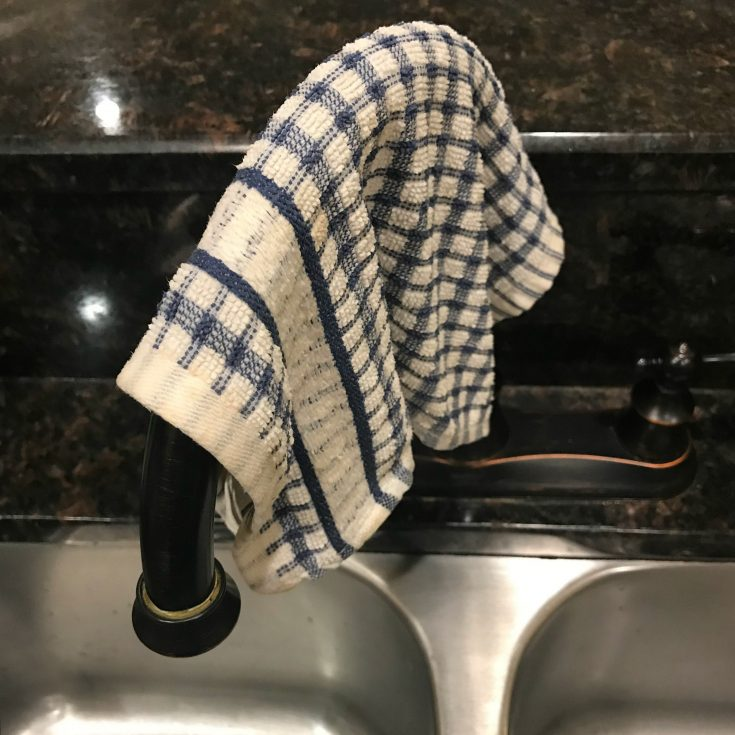 The correct way to dry your dish cloth after washing dishes