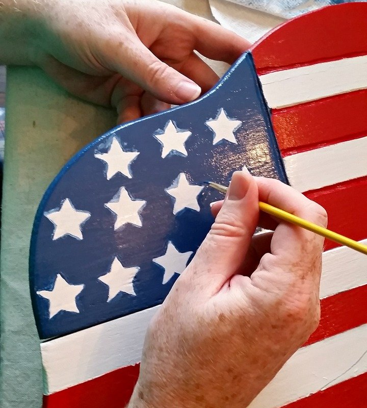 Paint a Patriotic porch table