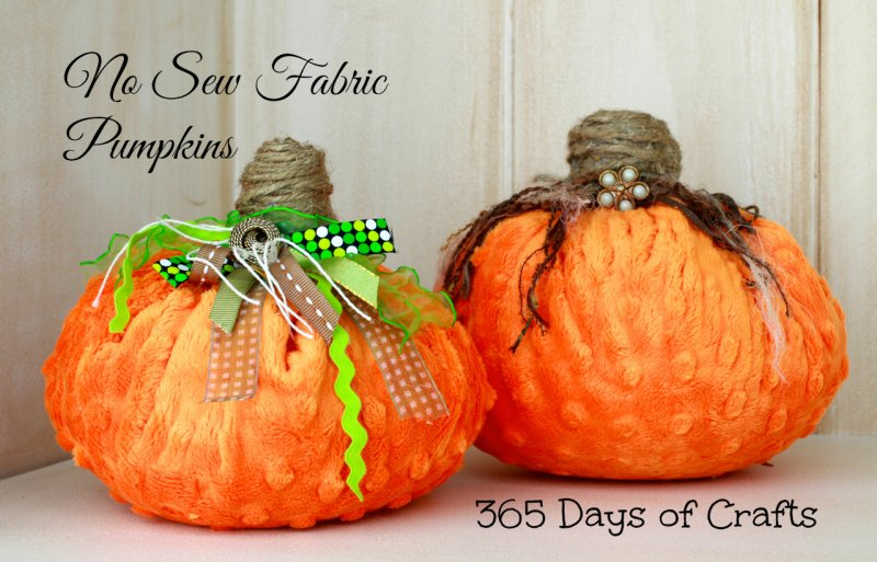 minky-cuddle-fabric-pumpkin-pillows1-800x513
