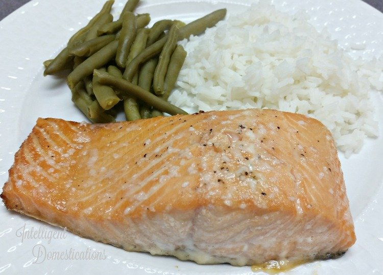 baked-salmon-with-green-beans-and-rice-for-dinner