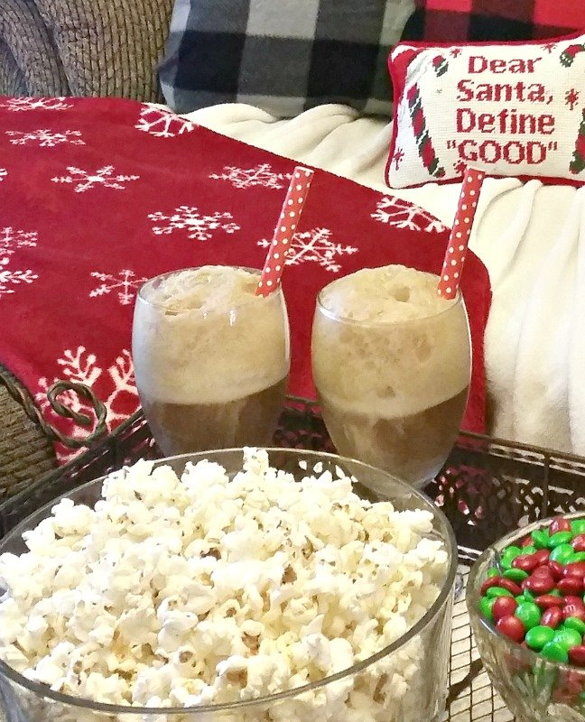 make-vanilla-coke-floats-for-your-movie-date-night-at-home-and-serve-them-in-fun-glasses-intelligentdomestications-com