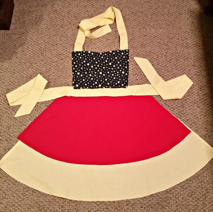 Super Mom Apron Sewing project at intelligentdomestications.com