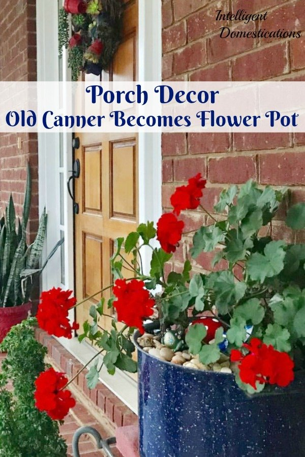 Use a vintage Canner pot to create an accent piece Flower Pot for your porch decor this summer. #containergardening