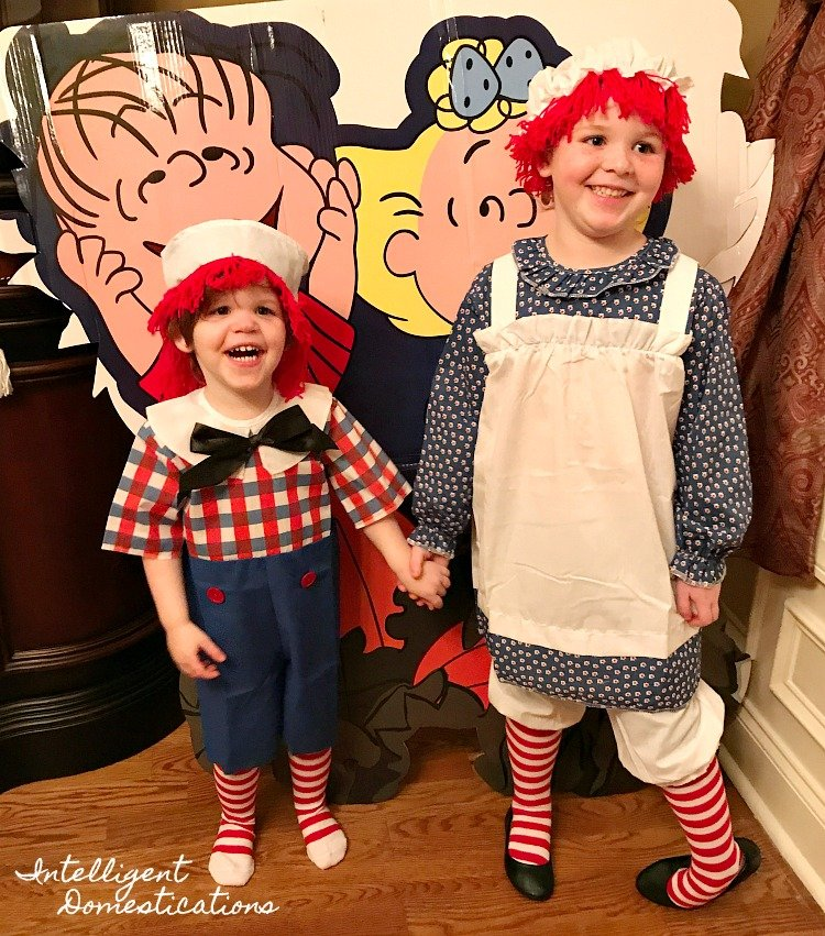 See where we found these adorable Raggedy Ann and Andy Halloween Costumes for Halloween parties and trick or treating. #halloween