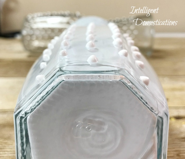 How To Make A Faux Hobnail Vase. DIY Faux Hobnail glass. Easy tutorial for Faux Hobnail milk glass vase. How to make your own hobnail milk glass. #fauxhobnail #hobnailmilkglass #fauxmilkglass #diyhobnail