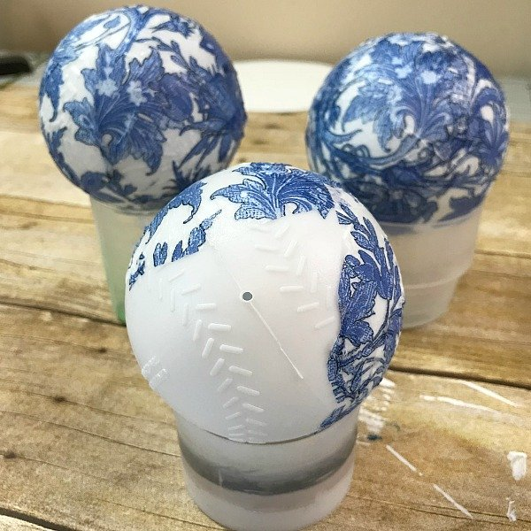 Make your own Blue and White Orbs using napkins, Wiffle balls and decoupage. See how easy it is. DIY Orbs for home decor. How to make your own Orbs for staging bowls and trays. Using dollar store wiffle balls for diy home decor. #diy #makeyourown #diyorb #diyblueandwhitedecor #howtostageabowl #homedecor