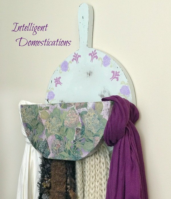 Vintage Country Paper Plate Holder Becomes Scarf Holder