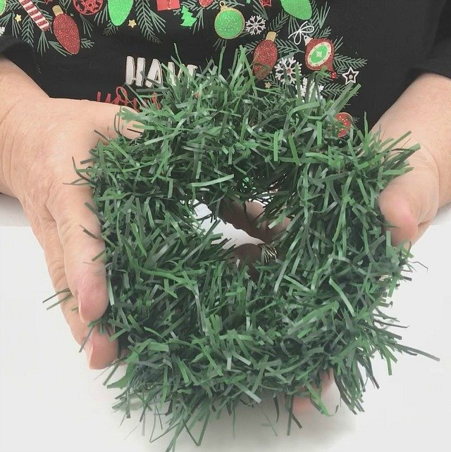 How To Make Mini Garland Wreaths for Christmas in the Kitchen #Christmas