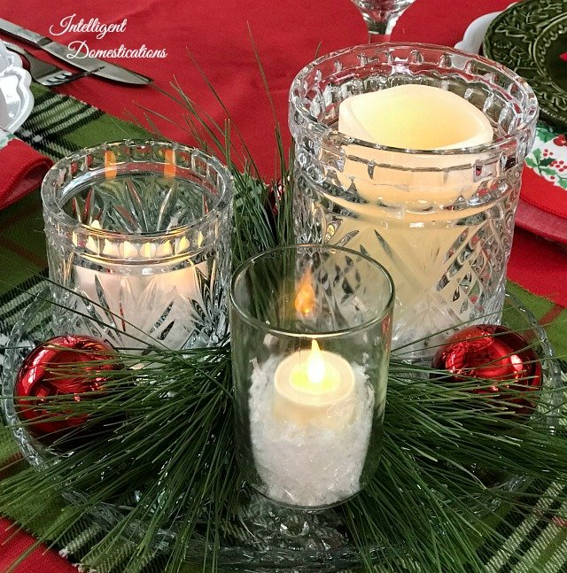 Create a beautiful yet simple and cheap glass jar centerpiece for your Christmas table. #Christmas #Christmastablecenterpiece