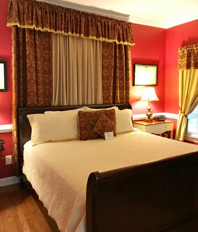 The Churchill bedroom at Whitehouse Inn Bed & Breakfast in Williamsburg Virginia #bedandbreakfast