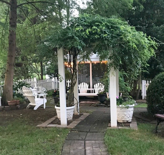 Outdoor seating in the front yard at Whitehouse Inn Bed and Breakfast in Williamsburg Virginia
