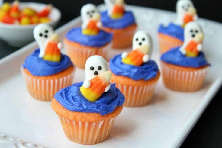 Cute and Easy Halloween Ghost Cupcakes