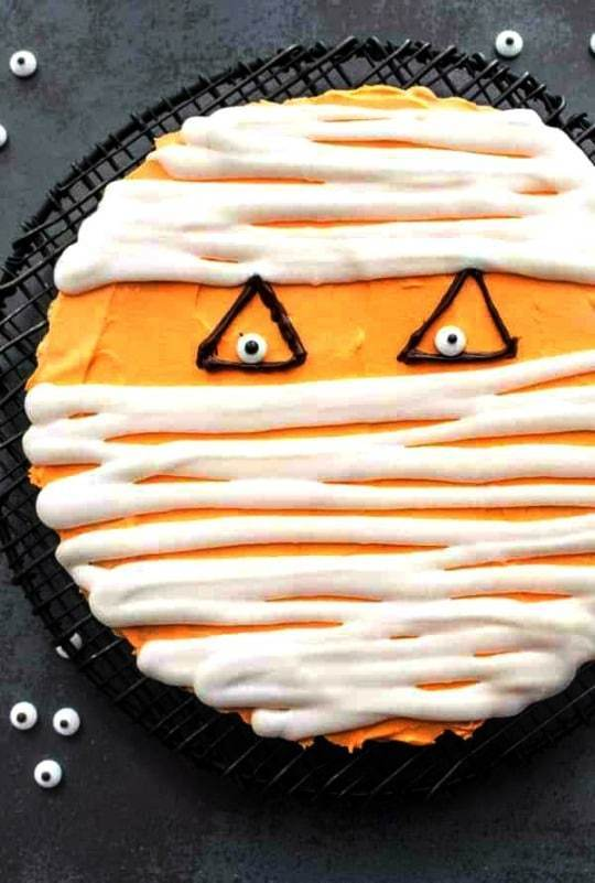 Mummy Chocolate Chip Cookie Cake