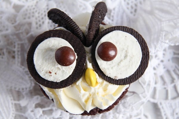Owl Cupcakes with Oreos – Chocolate Cupcakes and Buttercream Frosting
