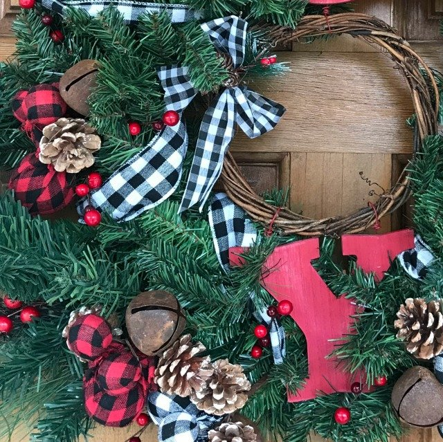 Closer look at the design elements in the wreath