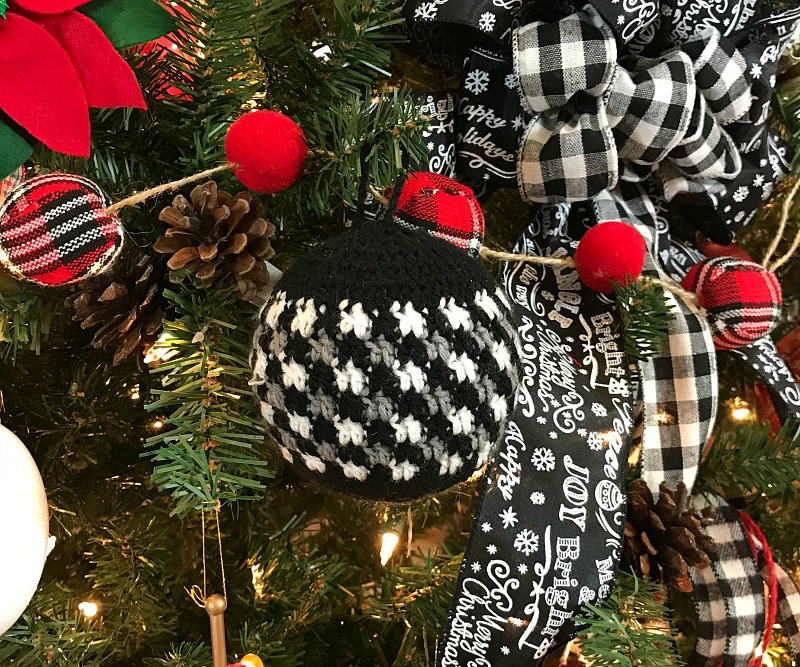 Crochet Buffalo plaid ornament for the Christmas tree thanks to my Ornament Exchange partner