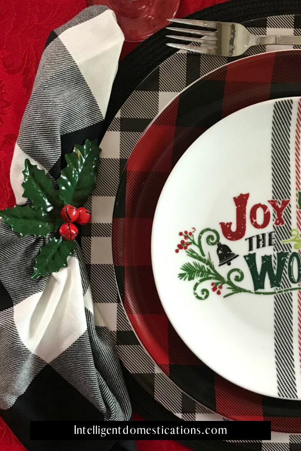 Red, Black and White Plaid Christmas Table plate stack. Styling a plaid table for Christmas using plaid pieces. #Christmastable