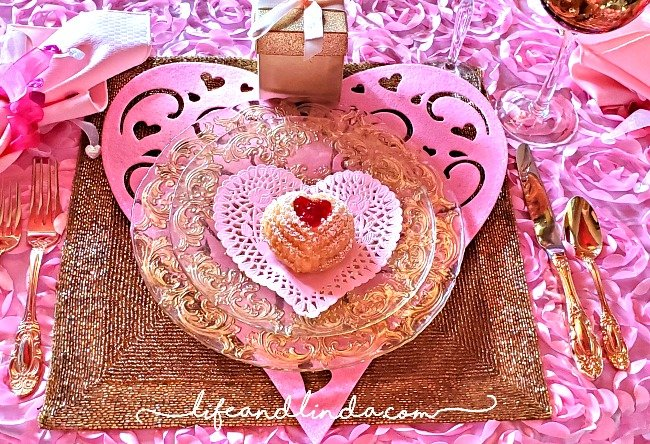 Pink & Gold Valentines Table
