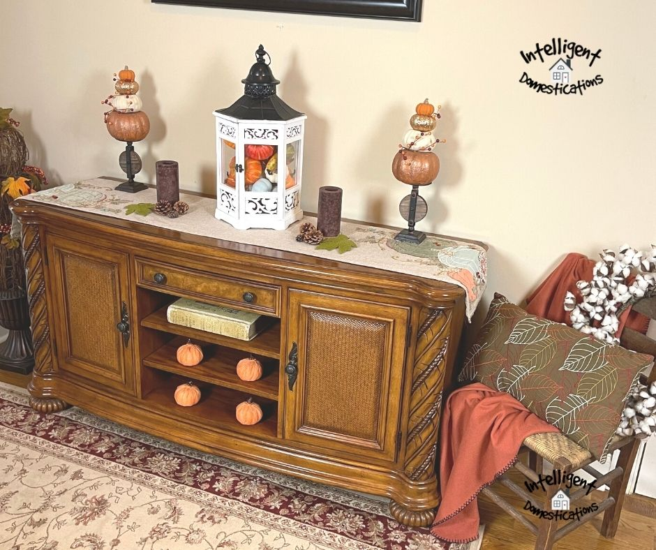 Entryway table decorated for Fall